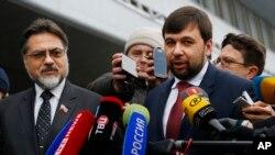 Владислав Дейнего (ліворуч) і Денис Пушилін, представники угруповань «ЛНР» і «ДНР», що визнані в Україні терористичними