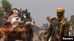 Seorang tentara Chad sebagai bagian dari misi perdamaian Uni Afrika terlihat di ibukota Bangui (22/1).