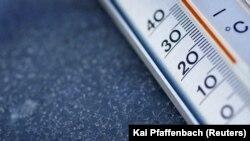 Thermometer yang masih menggunakan air raksa. (Foto: REUTERS/Kai Pfaffenbach)
