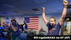 Фото НАСА з центру контролю польотів