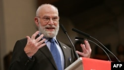 """FILE - Dr. Oliver Sacks speaks at the """"Music & the Brain"""" presentation at the Abyssinian Church at the World Science Festival in New York City, May 31, 2008."""