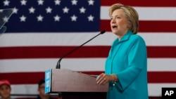 El promedio de las encuestas a nivel nacional muestran a Clinton superando a Trump por unos cinco puntos.