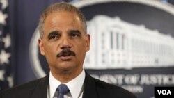 Eric Holder ha dicho que no estaba al tanto de la operación y ordenó una investigación interna de lo sucedido.