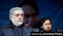 """آقای عبدالله گفت که زمان آن گذشته است که مردم را با """"شرینی و کلچه"""" فریب داد"""