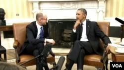 Ukrajinski premijer Arsenij Jacenjuk i predsednik Barak Obama tokom susreta u Beloj kući