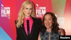 """Nicole Kidman dan sutradara Karyn Kusama tiba di pemutaran perdana film """"Destroyer"""" dalam Festival Film London di London, Inggris, 14 Oktober 2018."""