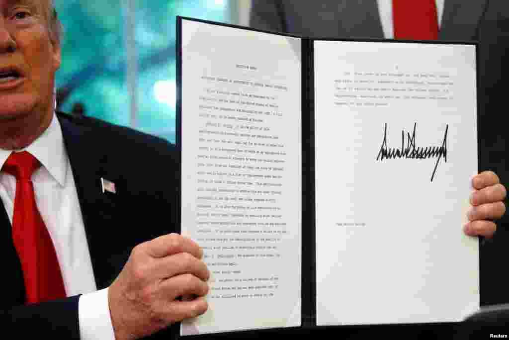 پرزیدنت ترامپ روز چهارشنبه دستوری داد که مانع سیاست قبلی دولت در جداکردن فرزندان مهاجران غیرقانونی در مرز مکزیک می شود. این سیاست با اعتراض هایی روبرو شده بود.