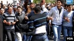 Dos periodistas de Reuters que cubrían las revueltas en Siria se encuentran desaparecidos desde hace dos días.