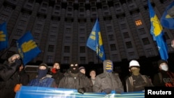 Protesters block the Ukrainian Cabinet of Ministers building in Kyiv, December 2, 2013.