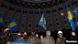 抗议者12月2日封锁了基辅的政府办公楼。