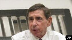 美国前商务部长和贸易代表坎特接受美国之音采访(2010年资料照)