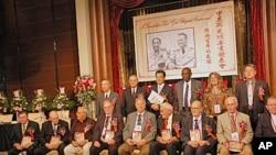 台湾军情局高官姚祖德和前高官,美国在台协会副处长马怡瑞和参加过中美合作所的美国老兵皮维斯等人合影