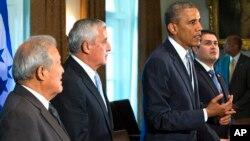 오바마 미국 대통령이 25일 중미 3개국 대통령과 정상회담을 한 뒤 기자회견을 하고 있다.