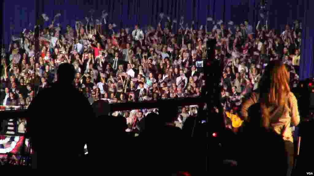奥巴马芝加哥竞选总部的人群(美国之音 金刀拍摄)