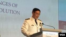 中國軍方代表孫建國上將在香格里拉對話上發言(美國之音莉雅拍攝)