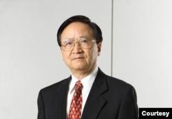 位于台北的政治大学金融学系教授殷乃平