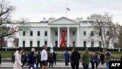 پرچم های نهادهای فدرال و کاخ سفید یک ماه نیمه افراشته خواهند ماند.