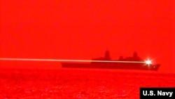 """美军太平洋舰队两栖运输船坞舰""""波特兰""""号(USS Portland -LPD 27)2020年5月16日的固态激光武器试验取得成功"""