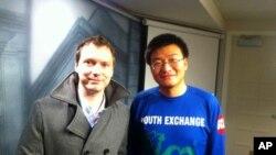 用鏡頭紀錄中國環境危機的英國攝影師韶華和中國民間環境組織綠駝鈴創辦人趙中