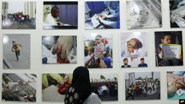 A Bahrain woman looks at pictures of victims of the February 14 uprising, displayed at an exhibition during a gathering held by the Al Fateh Youth Union in Isa Town, south of Manama, Bahrain, July 28, 2011