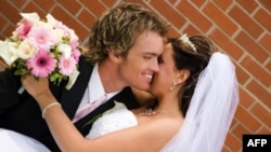 Trong giai đoạn từ năm 2009 đến năm 2010, số các cặp kết hôn ở Mỹ đã giảm 5% mỗi năm.