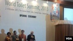 Upacara pembukaan World Toilet Summit di Solo, Jawa Tengah (2/10). (VOA/Yudha Satriawan)
