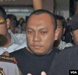 Tersangka kasus korupsi mafia pajak, Gayus Tambunan. Sebagai ketua KPK Busro diharapkan bisa selesaikan kasus Gayus.