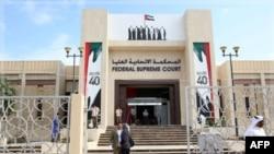 Tòa án ở Abu Dhabi, nơi 5 nhà hoạt động bị tuyên các bản án tù từ 2 tới 3 năm về tội sử dụng mạng internet để kêu gọi các cuộc biểu tình chống đối chính phủ, ngày 27/11/2011