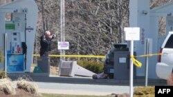 Mobil polisi forensik Kanada (RCMP) berada di lokasi penembakan di Big Stop, dekay Elsdale, Nova Scotia, Kanada, 19 April 2020.
