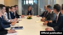 Dijalog delegacija Srbije i Kosova, predvođenih predsjednicima Aleksandrom Vučićem i Hašimom Tačijem, uz posredovanje visoke predstavnice EU za spoljnu politiku i bezbjednost, Federice Mogherini, u Briselu, 24. juna 2018.