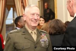 海军陆战队上将马蒂斯2013年4月4日出席退役招待会(美国海军陆战队照片)