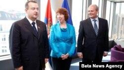 Premijer Srbije Ivica Dačić, visoka predstavnica Evropske unije Ketrin Ešton i šef srpske diplomatije Ivan Mrkić u Briselu tokom zvanične posete srpskih drzavnika.