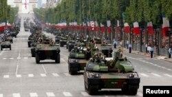 Xe tăng trong cuộc diễu hành đánh dấu ngày phá ngục Bastille tại Paris, ngày 14/7/2014.