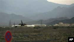 Anti-aircraft artillery are visible at Iran's nuclear enrichment facility in Natanz (2007 file photo).