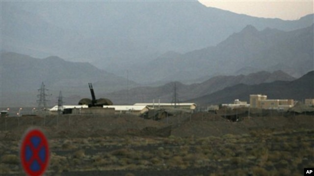 Anti-aircraft gun near Iran's nuclear-enrichment facility in Natanz, Sept. 2007 (file photo).