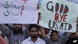 巴基斯坦學生週三進行示威﹐抗議北約空襲導致平民死傷﹐巴基斯坦宣佈不參加下星期有關阿富汗的國際會議。