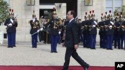 星期二﹐法國當選總統奧朗德﹐在宣誓成為總統之前來到巴黎愛麗舍宮總統府