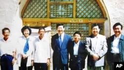 习近平1992年和姐姐、弟弟回梁家河村时的留影