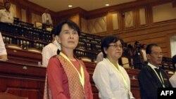 آنگ سان سو چی در صورت پيروزی در انتخابات باز هم در اپوزيسيون خواهد بود