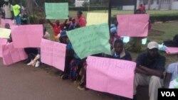 Batshengisela emgwaqweni besola indlela okuqhutshwe ngayo ukhetho lwebandla leZanu PF.