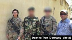 Deanna Tran, trái, trong một lần tới thăm một trung tâm giam giữ ở Afghanistan với sự giúp đỡ về phiên dịch của anh Kohistany, phải, trong thời gian cô được điều động tới đây vào năm 2017-2018.