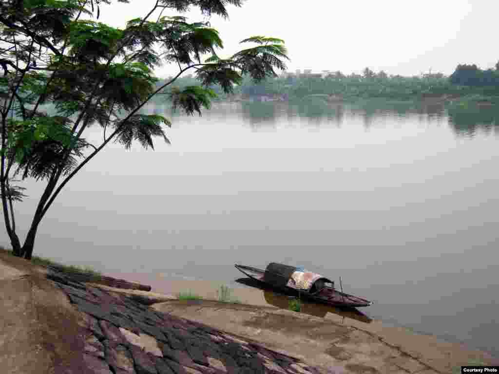 A lonely scene on the Huong River in Hue, Vietnam (Photo by Bùi Thụy Đào Nguyên/Vietnam/VOA reader)