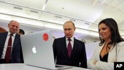 Tư liệu: TT Putin của Nga và Tổng Biên Tập Russia Today (RT) Margarita Simonyan dự một sự kiện đánh dấu 10 năm hoạt động của RT ở Moscow.