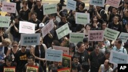 Hundreds of Hong Kong journalists, lawmakers and residents march to China's liaison office in Hong Kong protest the alleged police beatings of three reporters covering recent unrest in western China and demanded a government investigation (File Photo).