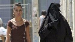 قانون منع استفاده از برقع در اماکن عمومی در فرانسه به اجرا گذاشته شد