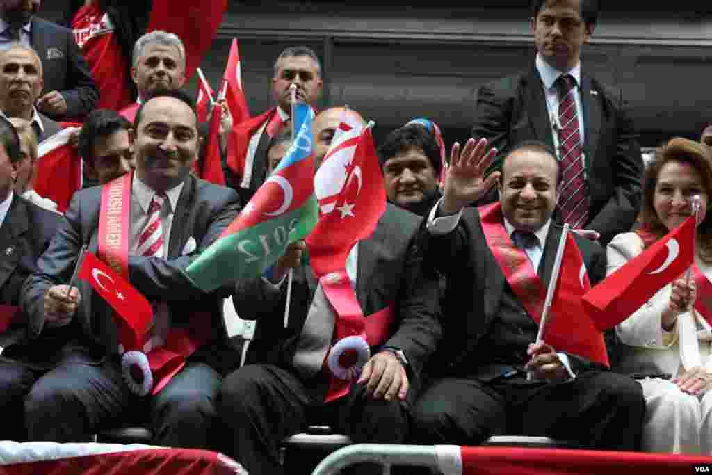 Türkiyənin dövlət naziri Egemen Bağış Nyu-Yorkda 32-ci Türk Yürüşündə