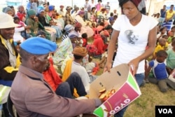 People who've been tested for HIV are also fed snacks throughout the day (D. Taylor/VOA)