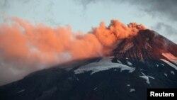 El Calbuco es el segundo volcán chileno en hacer erupción, tras el Villarrica hace algunas semanas.