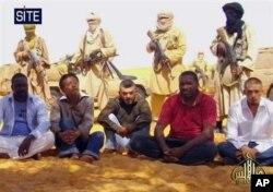 Le groupe des sept otages français, malgache et togolais enlevés en septembre 2010 dans le Nord du Niger