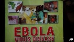 وزارت بهداشت نیجریه اطلاعات مربوط به علائم بیماری ابولا و راههای پرهیز از ابتلا به آن را در مکان های عمومی نصب کرده است.
